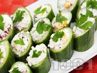 Рецепта Коктейлни хапки - пълнени краставици с извара